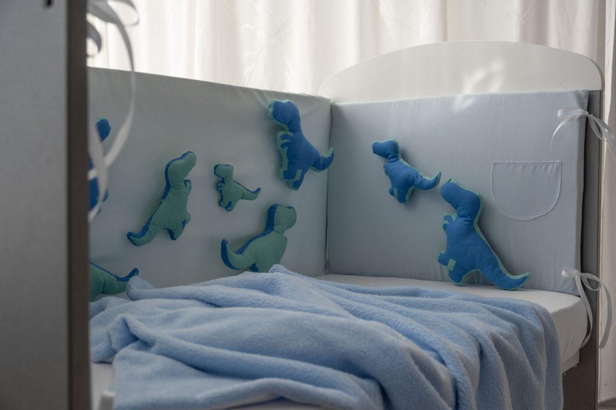 Ogradica clasic plavi pamuk sa suskavim Dinosima KODA7868 babysleepigloo.hr